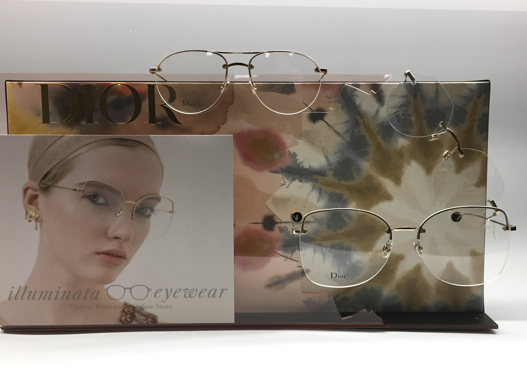 8fc882f376e7 It has been a while when rimless glasses took a break in popularity. Once  very popular in the early and mid-2000s they seem to have phased away  during the ...